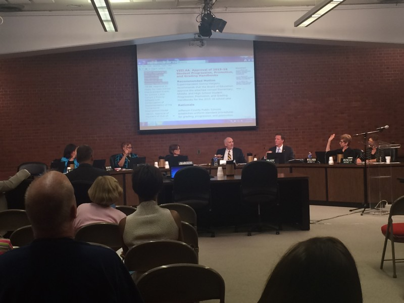 The JCPS board votes on the new grading scale proposal. The motion passed 5-1, with Chuck Haddaway absent and Linda Duncan opposing. Photo by Amanda Tu